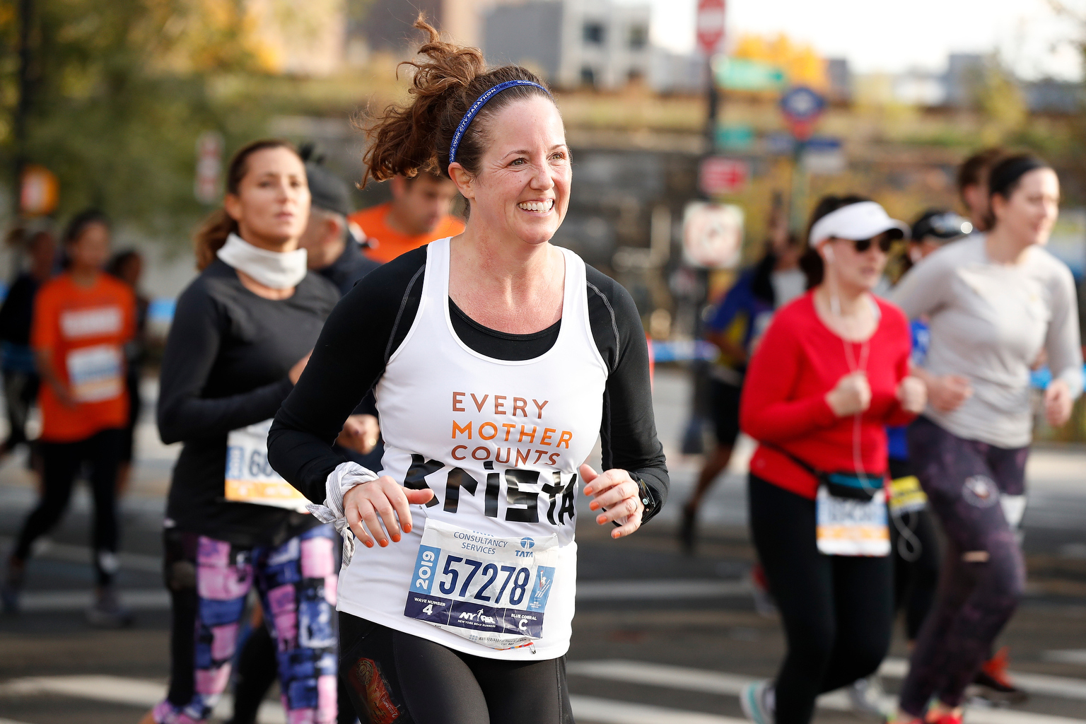 A runner with Every Mother Counts running in the TCS New York City Marathon