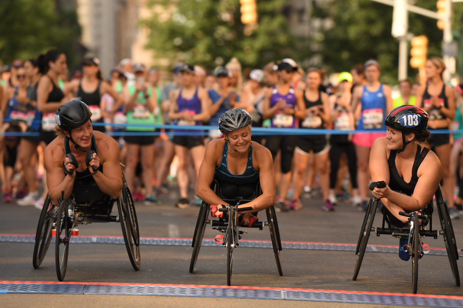 Tatyana McFadden, Susannah Scaroni, and Chelsea McClammer at the starting line of the 2018 New York Mini 10K