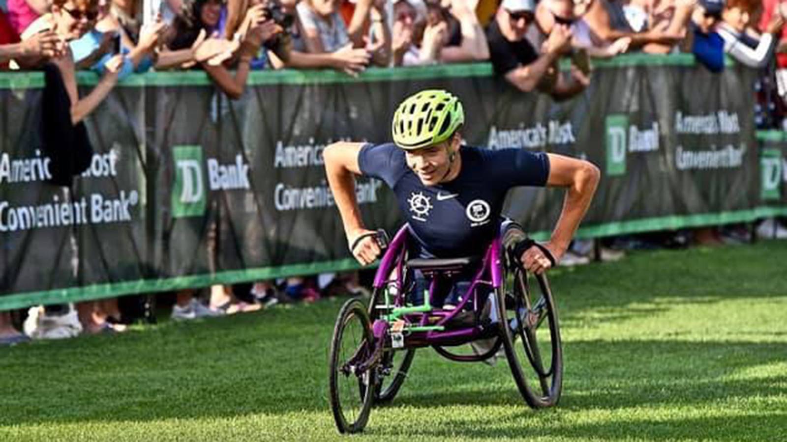 Wheelchair athlete Jason Robinson in a race