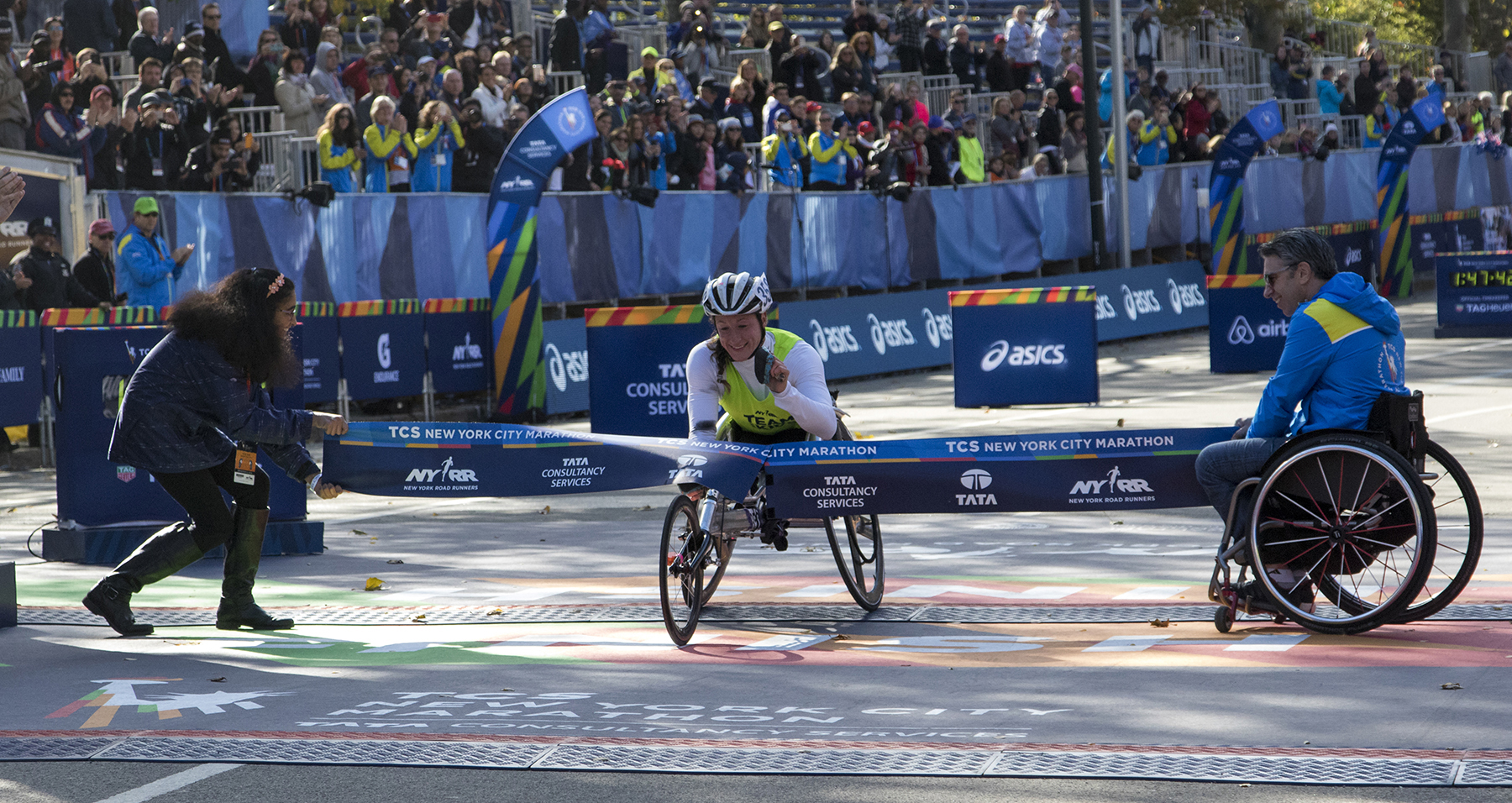 Tatyana McFadden winning the 2016 TCS New York City Marathon