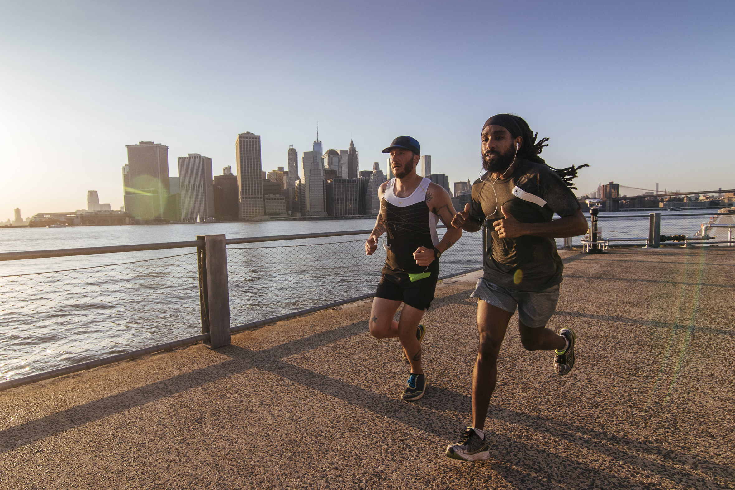 Two runners in Brooklyn Bridge Park
